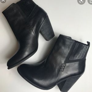 VINCE CAMUTO HIGHLAND CHELSEA ANKLE BOOTS